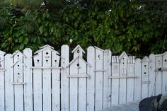 3 Pleasing Cool Tips: Backyard Fence Styles Backyard Fence Styles.Fence Ideas To Keep Dogs Out Front Yard Fence Landscaping.Wooden Fence With Lattice On Top. Outdoor Projects, Garden Projects, Outdoor Decor, Backyard Fences, Garden Fencing, Fence Landscaping, Backyard Plants, Balcony Gardening, Backyard Privacy
