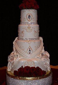 Ideas wedding cakes with bling gold fondant Bling Wedding Cakes, Bling Cakes, Indian Wedding Cakes, Elegant Wedding Cakes, Beautiful Wedding Cakes, Gorgeous Cakes, Wedding Cake Designs, Fancy Cakes, Trendy Wedding