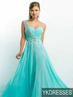 I'm not really a big fan of long prom dresses, but this one is an exception.