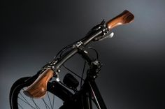 Velospring Sen Comfort grips use oiled, polished walnut wood (Photo: Velospring / Petra Sc...