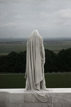 The Memorial at Vimy is a National Canadian Monument and serves to commemorate t. - Friedhöfe & Co. Cemetery Statues, Cemetery Art, Angel Statues, Buddha Statues, Sculpture Art, Sculptures, Oeuvre D'art, Les Oeuvres, Sculpting