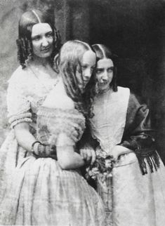 Traveling through history of Photography.The Misses Binny and Miss Monro, by David Octavius Hill and Robert Adamson, ca. Antique Photos, Vintage Pictures, Vintage Photographs, Vintage Images, Old Photos, Victorian Photos, Invention Of Photography, Old Photography, History Of Photography
