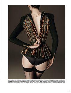 Larissa Hofman  HAUTNAH (Vogue Germany)