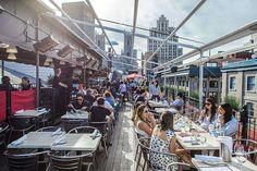 10 terrasses sur les toits de Montréal pour prendre un verre et du soleil | Narcity Montréal