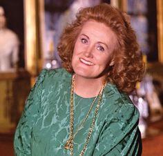 Dramatic-coloratura soprano, Dame Joan Sutherland/Margravial Opera House -- Bayreuth, Germany