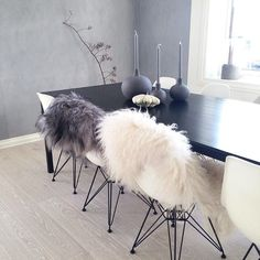 The sheepskin on the chairs Interior Design Layout, Restaurant Interior Design, Interior Design Inspiration, Interior Ideas, Interior Styling, Interior Design Living Room, Nordic Style, Kitchen Chairs, Dining Rooms
