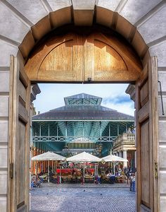 Covent Garden, London. Trying to think of what the pub is called in this building??