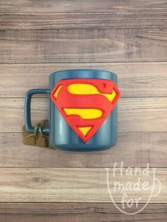Superman Sign, Superman Logo, Superman Mug, Superman Cup, Polymer Clay Superman Clay Jar, Clay Mugs, Fimo Clay, Polymer Clay Crafts, Handmade Polymer Clay, Handmade Crafts, Glass Painting Designs, Superman Logo, Cup Art