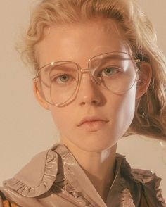 giant ugly glasses :))) a concept Pretty People, Beautiful People, Portrait Photography, Fashion Photography, Lunette Style, Rose Colored Glasses, Portrait Inspiration, Drawing People, Pretty Face