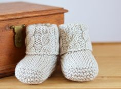 Cable Cuff Booties Knitting pattern by Caroline Brooke Baby Booties Knitting Pattern, Pattern Baby, Baby Knitting Patterns, Baby Patterns, Stitch Patterns, Knitting Terms, Knitting Stitches, Knitting Needles, Easy Knitting