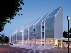 Baltic Palace hotel embodies its beach town context with a sloping glass façade - News - Frameweb