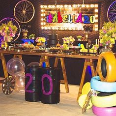 Learn the best Ideas to decorate a Party for a 20 year old woman through proposals: You deserve what you Dream, so do not hesitate to celebrate the best Giant Number Balloons, Helium Balloons, Balloon Arch, The Balloon, Birthday Decorations, Table Decorations, Neon Party, Birthday Woman, Cake Table