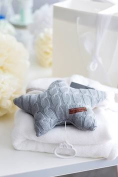 Pehmeä tähtisoittorasia vauvalle Baby's Onlylta. Tämä vaaleanharmaa soittorasia on kaunis esimerkiksi pinnasängyn yläpuolella vauvanhuoneessa!