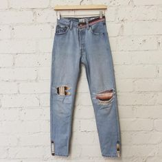 SIZE 24 DETAILSThe RE/DONE Pamela Love indigo jean comes in our classic high rise, skinny leg fit. The repurposed vintage Levi's denim has had its holes indivi