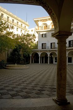 Plaza del Cabildo, un pequeño rincón semicircular, entrañable, en el centro de Sevilla. | Matemolivares