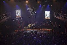 Op 9 december 2011 gaf onze ambassadeur Waylon een weergaloos concert in Paradiso. Hij onderbrak het voorlaatste nummer van zijn optreden om het publiek te vertellen over het werk van Brooke en over de reden waarom hij ambassadeur van Brooke is geworden. Waylon en zijn band schonken de gage van hun optreden in Paradiso aan Brooke Hospital for Animals!!!
