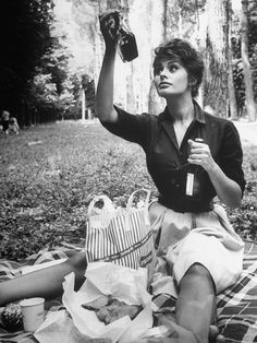 How chic is this Sophia Loren picnic look?! // #TBT