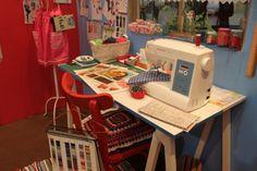 Trabalhar com patchwork é uma tarefa simples, mas para criar as peças com qualidade é necessário saber escolher a máquina de costura correta. - Veja mais em: http://vilamulher.uol.com.br/artesanato/novidades/vai-trabalhar-com-patchwork-escolha-a-maquina-ideal-17-1-7886463-61.html?pinterest-destaque