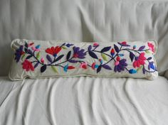 Almohadones bordados a mano - Almohadones - Casa - 493969 Embroidery Needles, Crewel Embroidery, Hand Embroidery Designs, Embroidery Patterns, Bed Pillows, Cushions, Mexican Embroidery, Mexican Designs, Creation Couture