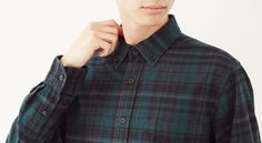 Want to know how you can wear flannel shirts in a formal office set up? Check out this blog and know more about it. #FlannelShirtManufacturers #FlannelShirtManufacturer #FlannelShirtDistributor #FlannelShirtSupplier #WholesaleFlannelShirtManufacturerUsa #FlannelShirtsInBulk Flannel Outfits, Flannel Dress, Red Flannel, Flannel Clothing, Flannel Shirts, Best Uniforms, How To Make Clothes, Hair Color Balayage, Work Looks