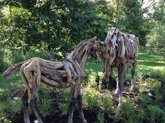 Les chevaux de bois Mosaiculture              Juillet 2013 Jardin Botanique de Montreal. Quebec Canada