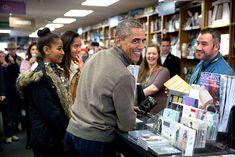 Lista de libros que Obama ha leído este verano - http://www.actualidadliteratura.com/libros-obama-ha-leido-este-verano/