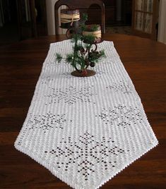 Cascading Snowflakes Table Runner - Crochet Me