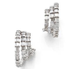 Boucles d'oreilles en diamant baguette http://www.vogue.fr/joaillerie/a-voir/diaporama/la-vente-de-fin-d-annee-d-artcurial-bijoux-anciens/16756/image/892005#!la-vente-de-bijoux-de-fin-d-039-annee-d-039-annee-artcurial-boucles-d-039-oreilles-diamants