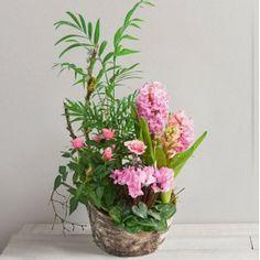 Gaufre, Jardin printanier de petites plantes roses dans sa coupe. Catalogue Interflora, a retrouver sur www.wikifleurs.com