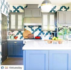 #Repost @tiletuesday with @repostapp.  #backsplash game is ON in this #instafab #kitchendesign by @rebeccazajac featuring a bold @granadatile collection. / #tiletuesday #backsplashideas #walltiles #kitchen #kitchentile #kitchenbacksplash #kitchendesign #tilebacksplash #tile #tiles #tiling #tilework #interiors #interior #interiordesign #interiordesigner #idcdesigners #instadecor #homedecor #homedesign #ihavethisthingwithtiles #ihavethisthingwithwalls #tileaddiction #pattern #encaustic by…