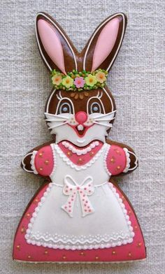 A splendidly pretty girl Easter bunny cookie. Easter Cookies, Easter Treats, Cupcake Cookies, Easter Bunny, Easter Eggs, Cookie House, Easter Celebration, Edible Art, Easter Recipes