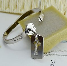key pendant to open the lock bangle