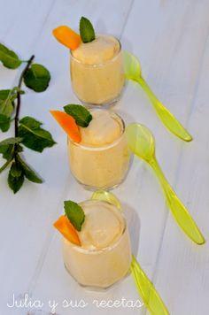 ESPUMA DE MANGO EN VASITO Portuguese Recipes, Mini Desserts, Margarita, Yummy Treats, Panna Cotta, Tasty, Favorite Recipes, Sweets, Pudding
