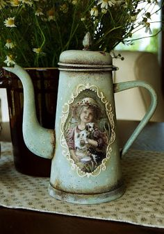 OWOCE  MOJEJ  WYOBRAŹNI: Pamiątka po babci Decoupage Glass, Decoupage Art, Decoupage Vintage, Vintage Decor, Rustic Art, Altered Bottles, Teapots And Cups, Vintage Bottles, Recycled Art