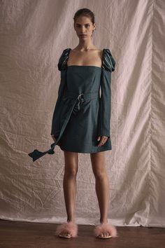 Maggie Marilyn Pre-Fall 2018 Fashion Show Collection Star Fashion, World Of Fashion, Womens Fashion, Fashion Trends, Day Dresses, Blue Dresses, Autumn Fashion 2018, Vogue Russia, Long Sleeve Mini Dress