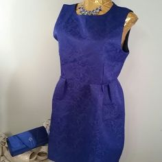 "BLUE FITTED DRESS BLUE FITTED DRESS LENGTH FROM SHOULDER TO BOTTOM OF DRESS 32"" BUST MEASURES 38 "" WAIST 33"" 14"" FROM SHOULDER TO WAIST ZIPS UP BACK Tian Mi Dresses"