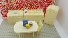 Marx Marxie Mansion Hard Plastic Kitchen Pieces Toy fridge stove Sink Table Chair Dollhouse Traditional Style #dollhouseminiatures #dollhouse