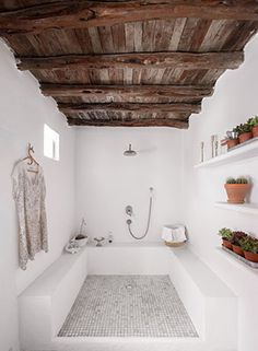 Ibiza / A bohemian decor for a finca / - Fashion - .- Ibiza / Une déco bohème pour une finca / – Mode – … Ibiza / A bohemian decor for a finca / – Fashion – - Dream Bathrooms, Small Bathroom, Bathroom Ideas, Master Bathroom, Luxury Bathrooms, Cement Bathroom, Concrete Bathtub, Nature Bathroom, Guys Bathroom