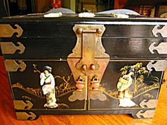 Large vintage oriental jewelry box for sale at More Than McCoy at http://www.morethanmccoy.com
