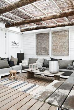 Une terrasse couverte à l'esprit nature