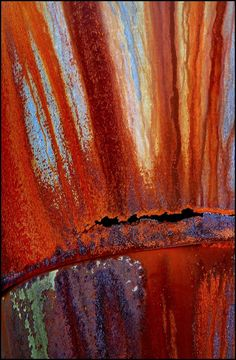 Rust break through Patterns In Nature, Textures Patterns, Rust Never Sleeps, Pompe A Essence, Rust Paint, Peeling Paint, Nature Artwork, Jolie Photo, Rust Color