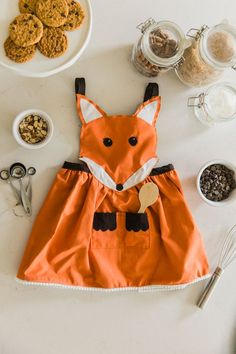 The cutest little fox apron you've ever seen - AND it's reversible. Click for the pattern and step-by-step instructions.