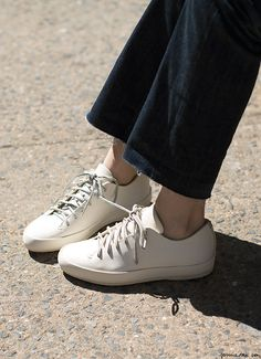 Feit Sneakers, MIH Jeans / Garance Doré