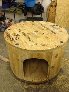 Cable Spool Duck House: Turn a large cable spool into a pretty nifty dwelling for ducks, or for just about any other outdoor critter! Large Wooden Spools, Wooden Cable Spools, Wood Spool, Wooden Spool Projects, Spool Crafts, Wood Projects, Backyard Projects, Backyard Ideas, Spool Chair