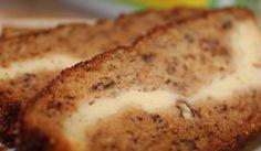 Vláčný banánový chlébíček s vanilkovým krémem a skořicí