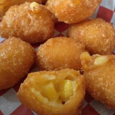 Texas Corn Nuggets ounce) can creamed corn 1 ounce) can whole kernel corn, drained cup yellow cornmeal cup all-purpose flour 1 egg white 2 tablespoons milk salt and pepper to taste 3 cups vegetable oil for deep frying (carb free snacks egg whites) Corn Recipes, Vegetable Recipes, Easy Recipes, Corn Vegetable, Snacks, Appetizer Recipes, Love Food, Food To Make, Food And Drink