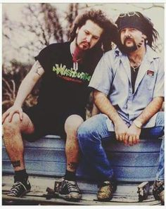 ~ABBOTTZ~ Our legendary metal brothers. We miss both of y'all Soo much. Music Pics, Music Photo, Music Love, Music Is Life, Rock Music, Art Music, Music Videos, Heavy Metal Rock, Nu Metal