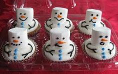 Snowman Cupcakes - I am making these for an office Christmas party this week! Office Christmas Party, Noel Christmas, Christmas Goodies, Christmas Treats, Christmas Baking, Holiday Treats, All Things Christmas, Holiday Fun, Christmas Chocolate