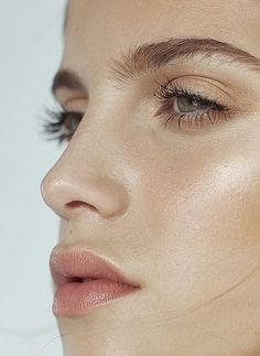 Soft apricot lips | Paired with a glowy complexion
