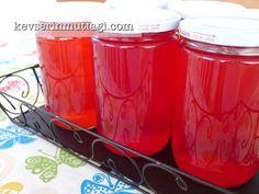 Kızılcık Suyu Konservesi Tarifi - Malzemeler : 5 kg kızılcık, 5 su bardağı şeker, 6 lt su.
